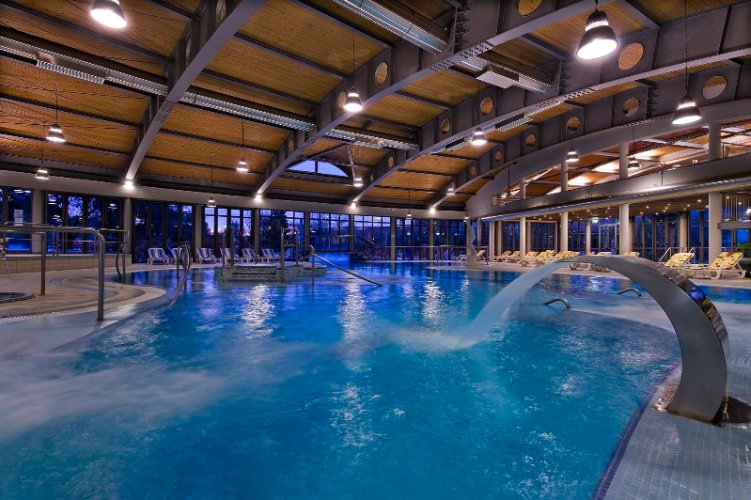 Indoor Thermal Swimming Pool 4 of 11