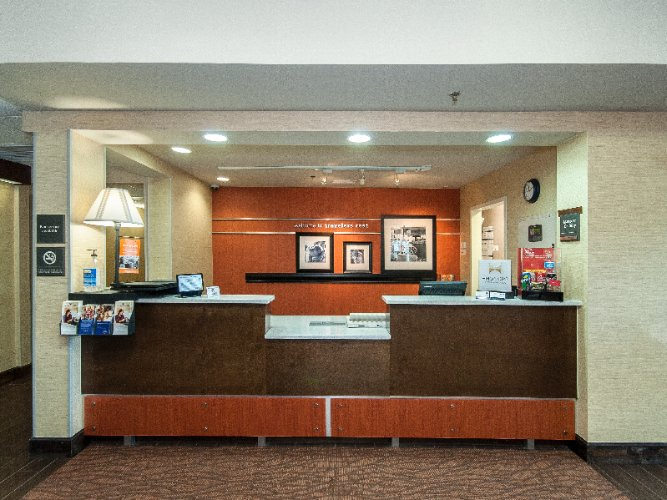 Front Desk 4 of 12
