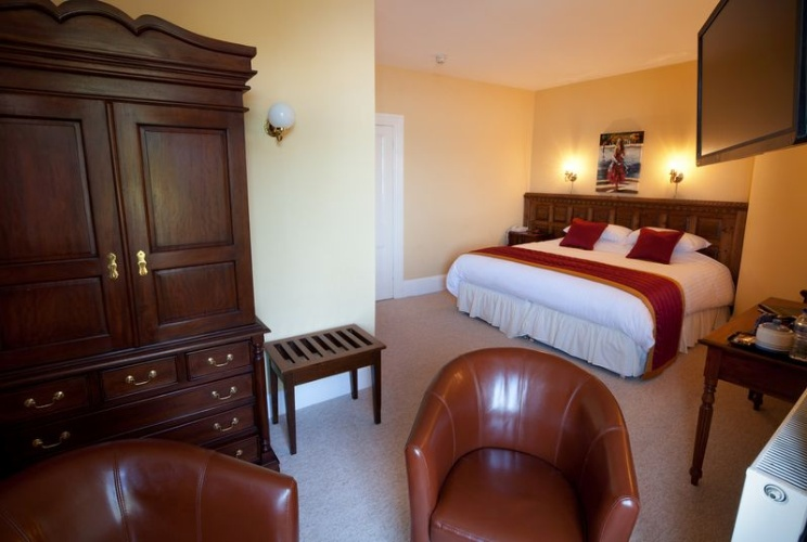 Deluxe Room With Super King Size Bed 6 of 13