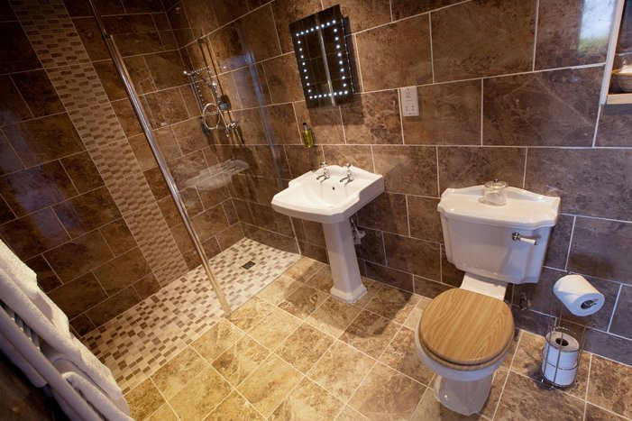 Refurbished En Suite Shower Rooms 8 of 13