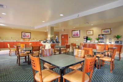 Breakfast Room With Complimentary Hot Breakfast Buffet 10 of 14