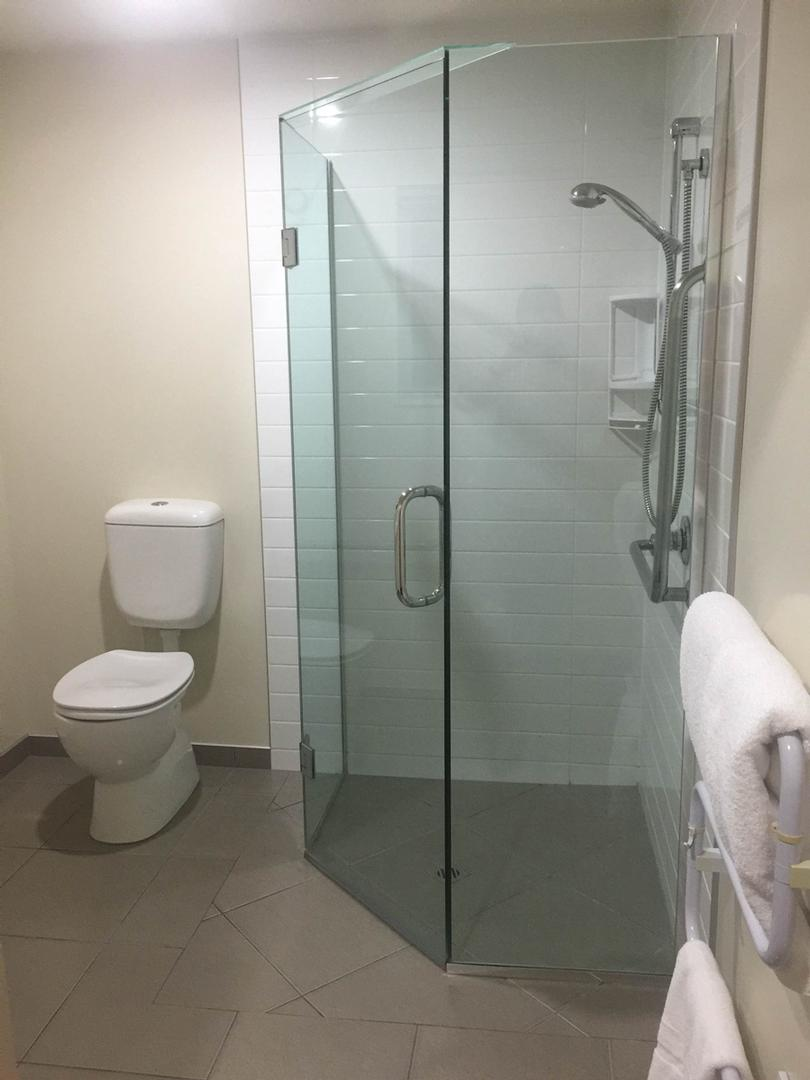 Accessible Unit Shower 6 of 7