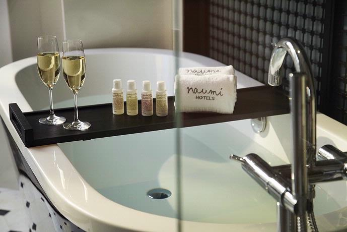 Bathtub Showcasing Malin + Goetz Toiletries 6 of 8