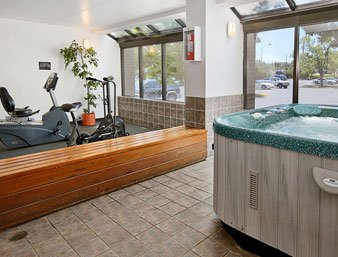 Hot Tub & Fitness Area 5 of 7