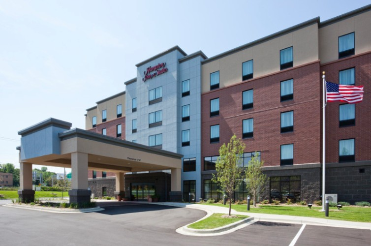 Hampton Inn & Suites Minnetonka 2 of 16