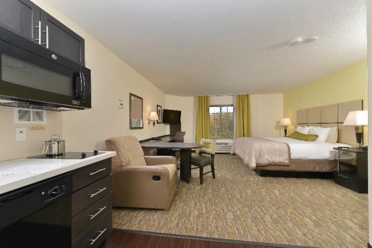 Candlewood Suites Eugene Springfield Single King Guest Suite 4 of 11
