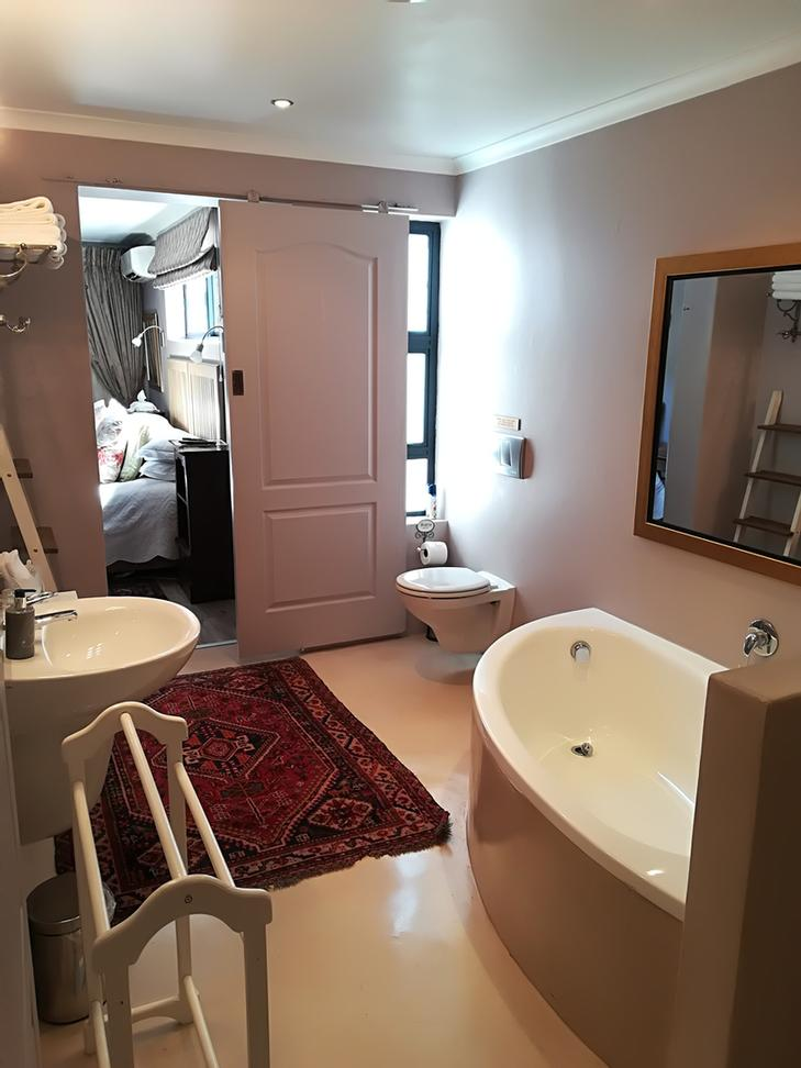 Room 4 -Family Suite : Relax -Bathroom 8 of 19
