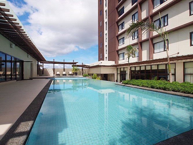 Seda Centrio Outdoor Pool 2 of 7