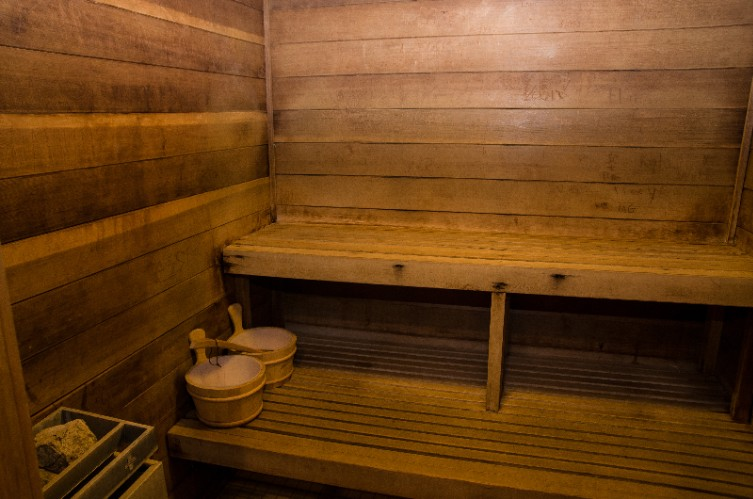 Indoor Dry Cedar Sauna 28 of 31