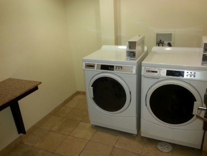 Coin Laundry Room For Guests 12 of 12
