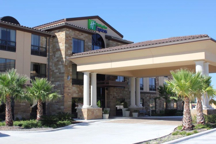 Holiday Inn Express & Suites Lakeway 1 of 5