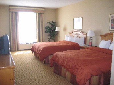 Standard Room With 2 Queen Beds 4 of 7