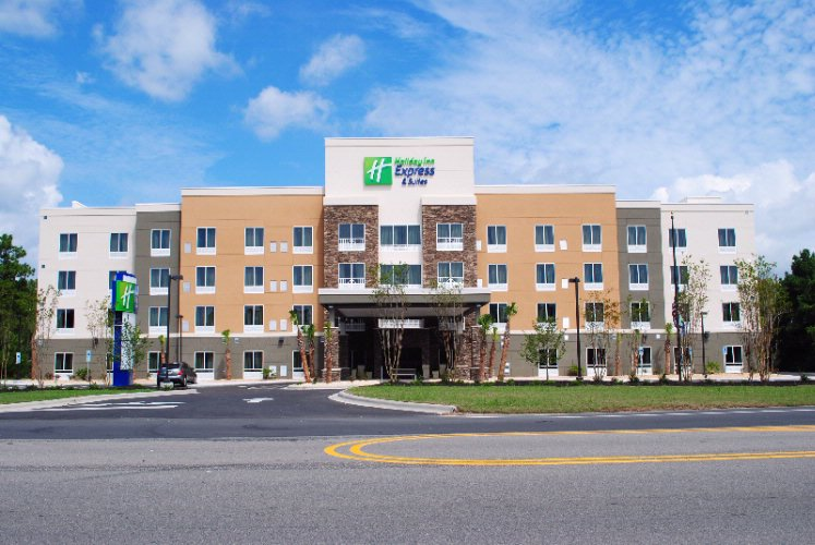 Holiday Inn Express Southport / Oak Island 1 of 3