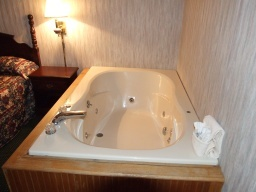 Amazinn & Suites 2 Person Jacuzzi 3 of 9