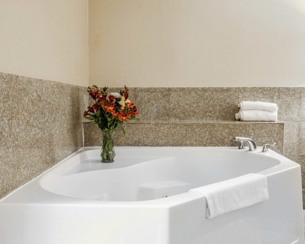 King Size With Jacuzzi -Guest Rooms 24 of 29