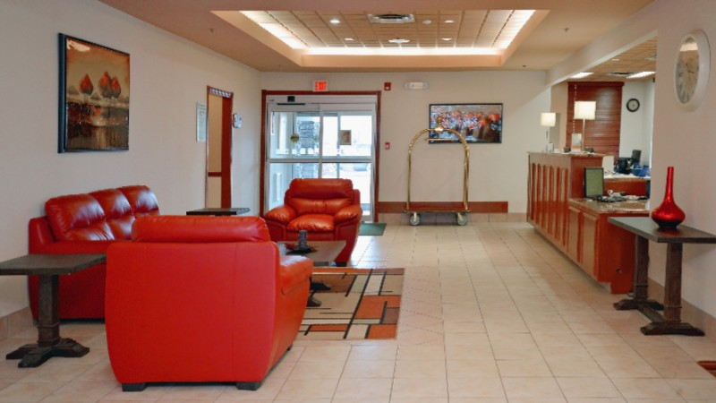 Hotel Lobby Holiday Inn Hinton 4 of 14