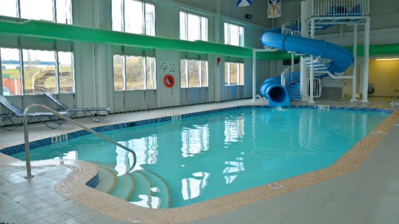 Swimming Pool With Waterslide Hot Tub & Sauna At Holiday Inn Hinton 7 of 14