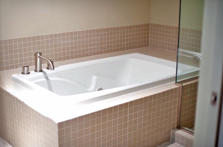 Jacuzzi Tub In Executive Room -Downstairs 12 of 15