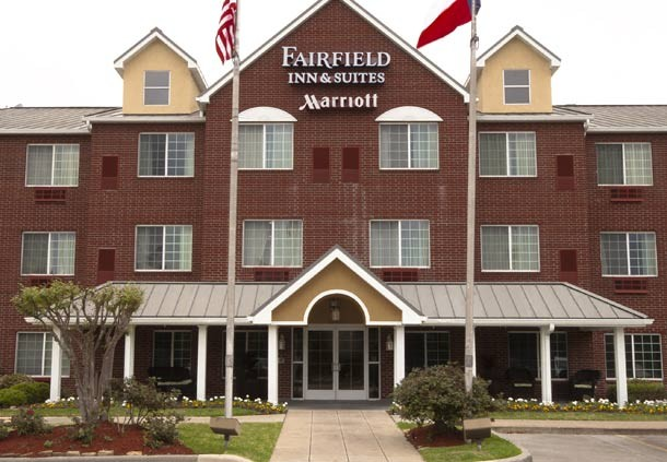 Fairfield Inn & Suites The Woodlands 1 of 16