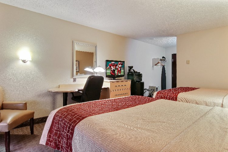 Deluxe Room With 2 Queen Beds Microwave And Refrigerator 5 of 18