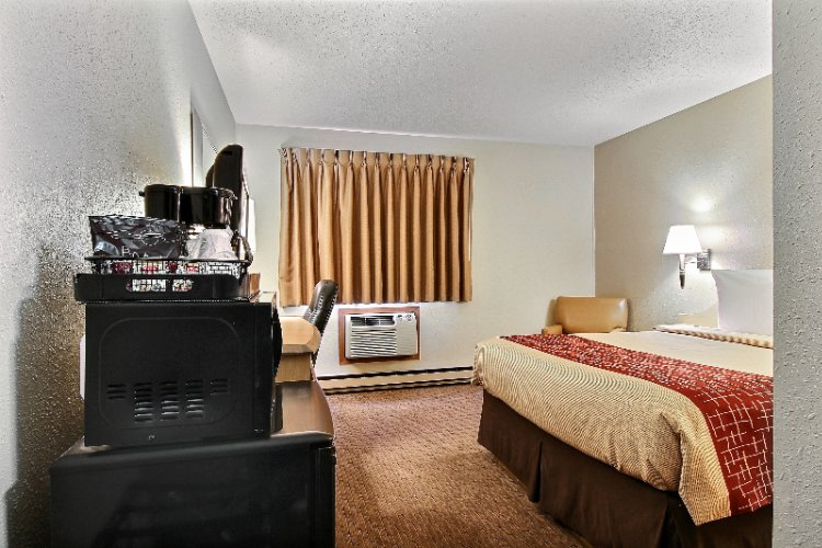 Deluxe Room With 1 Queen Bed Microwave And Refrigerator 7 of 18