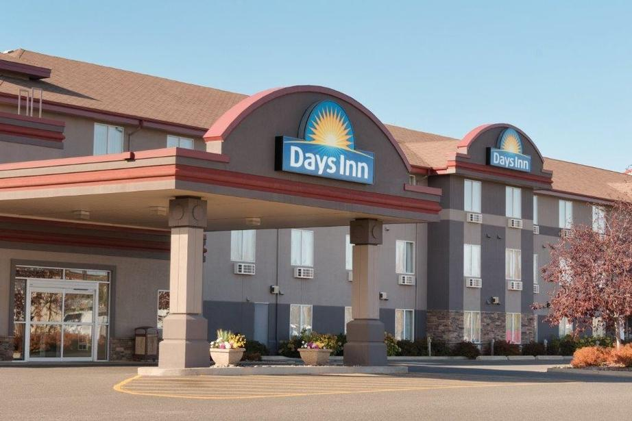 Days Inn & Suites 1 of 9