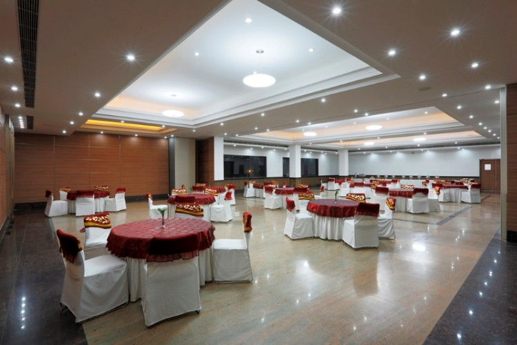 Banquet Hall 18 of 29