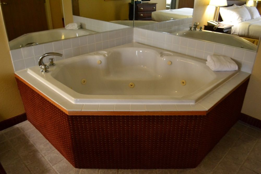 King Bed Room With Jacuzzi 26 of 32