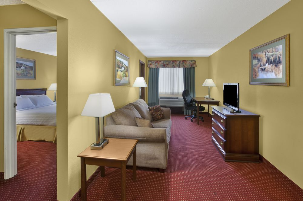 2 Room Suite With Living Room With Sofa Sleeper Separate Queen Bed With Jacuzzi 32 of 32