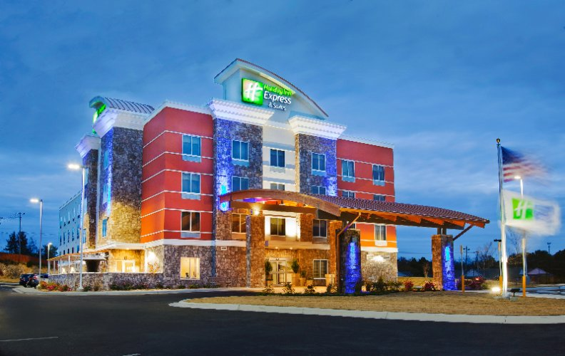 Holiday Inn Express & Suites 1 of 27