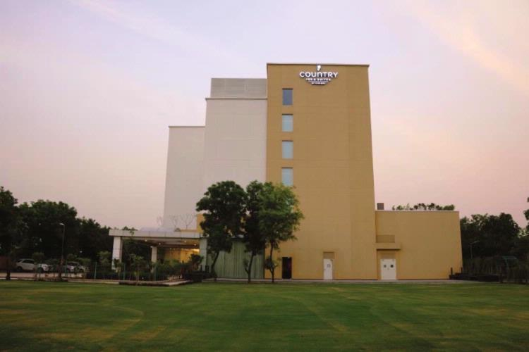 Country Inn & Suites by Carlson Gurgaon Sohna Road 1 of 11