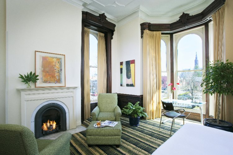 A Fireplace Premium Grand Guest Room 7 of 9