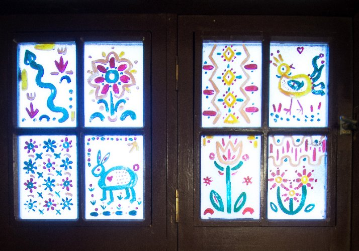 Folk Art Window In Fireplace Room 6 of 27