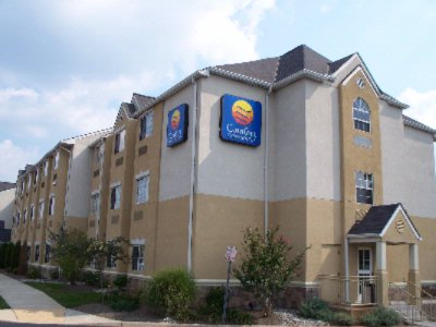 Comfort Inn & Suites Dulles Gateway 1 of 6