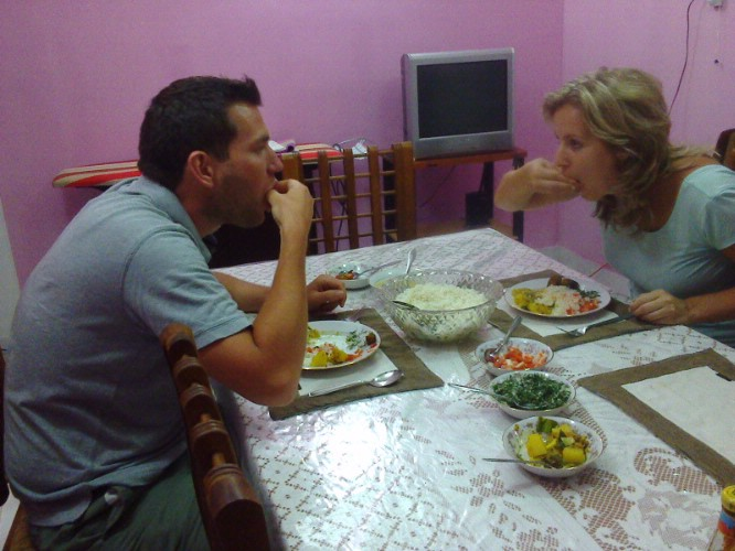 Eating Sri Lankan Food In Sri Lankan Way 21 of 31