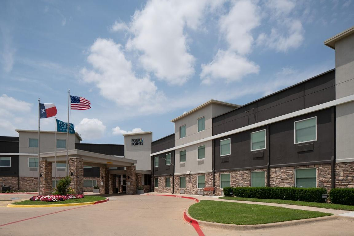 Fairfield Inn & Suites by Marriott Houston Hobby A 1 of 12