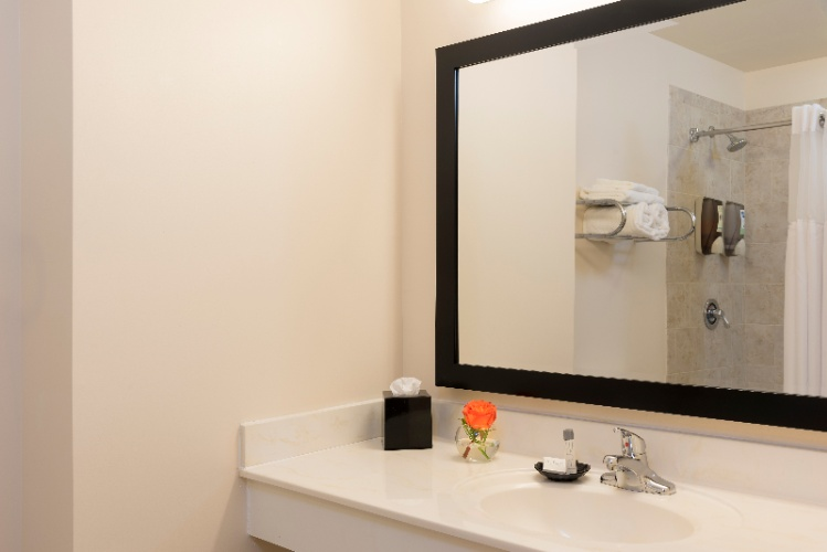 Spacious Bathrooms With Deep Soaking Tubs 13 of 19
