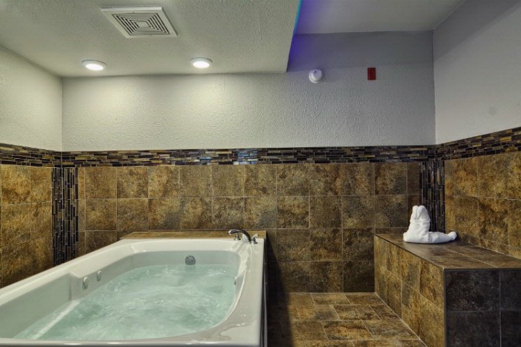 King Jacuzzi Suite 18 of 30