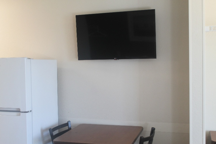 Newly Renovated 40\' Tv 4 of 8