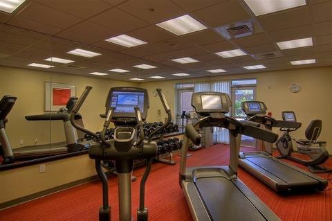 Fitness Center 13 of 18