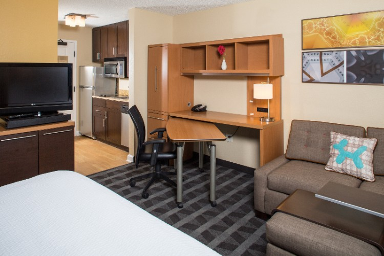 All Of Our Studio Suites Have A Fully Equipped Kitchen Large Work Desk 32-Inch Hd Lcd Tv And A Sofa Bed. 5 of 9