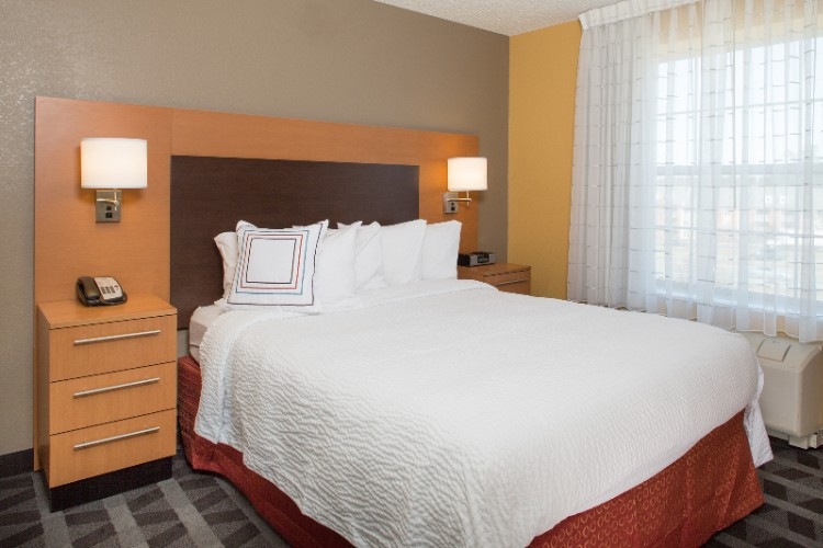 Settle In To Your Spacious Suite Featuring Luxurious Bedding An Ipod Docking Station And Flat-Screen Television. There Is Enough Room For The Entire Family. At The Towneplace Suites Pets Are Welcome Too! 6 of 9