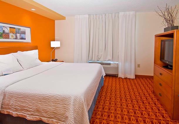 Executive Suites Are Available With One King Bed. All Of Our Suites Also Feature A Pull-Out Sleeper Sofa A Second Television And Ihome Stereo. 10 of 17