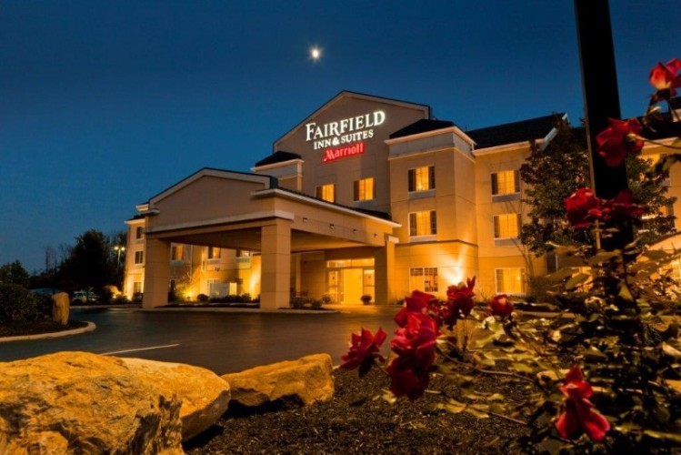 Fairfield Inn & Suites by Marriott Youngstown 1 of 6