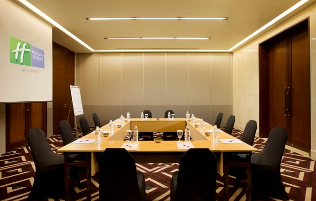 Meeting Room In Hollow Square Style 31 of 31