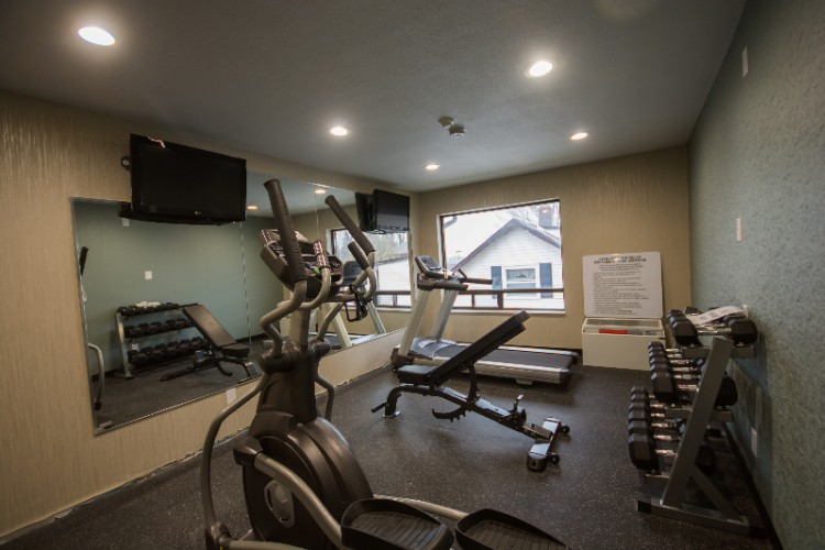 New 24 Hour Fitness Room 11 of 17