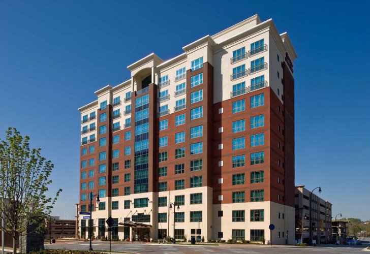 Hampton Inn & Suites National Harbor 1 of 10