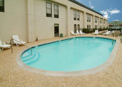 Quality Inn Seasonal Outdoor Pool 5 of 10
