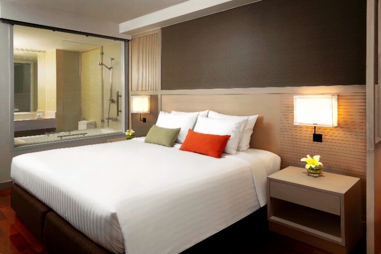 Courtyard By Marriott South Pattaya-Superior King Bed 3 of 9