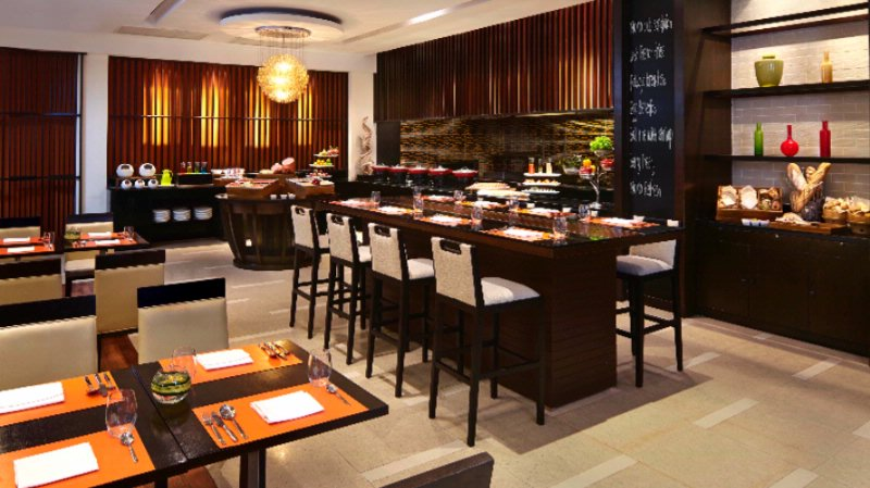 Courtyard By Marriott South Pattaya-Momo Cafe 8 of 9